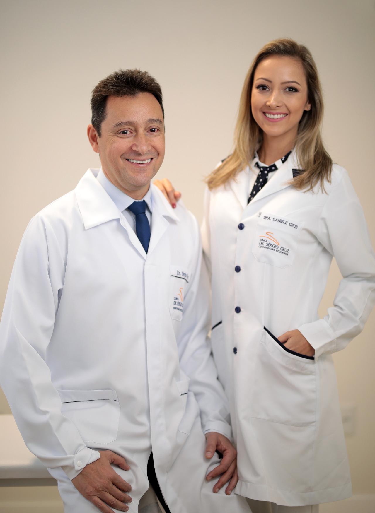 dr-sergio-cruz-dra-daniele-cruz-implantes-estetica-odontologia